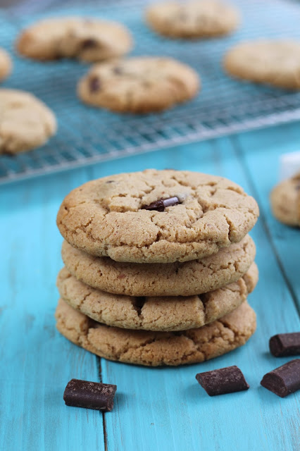 almondbutterchocolatechunkcookies1